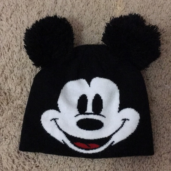 f76eec374 Mickey Mouse winter hat